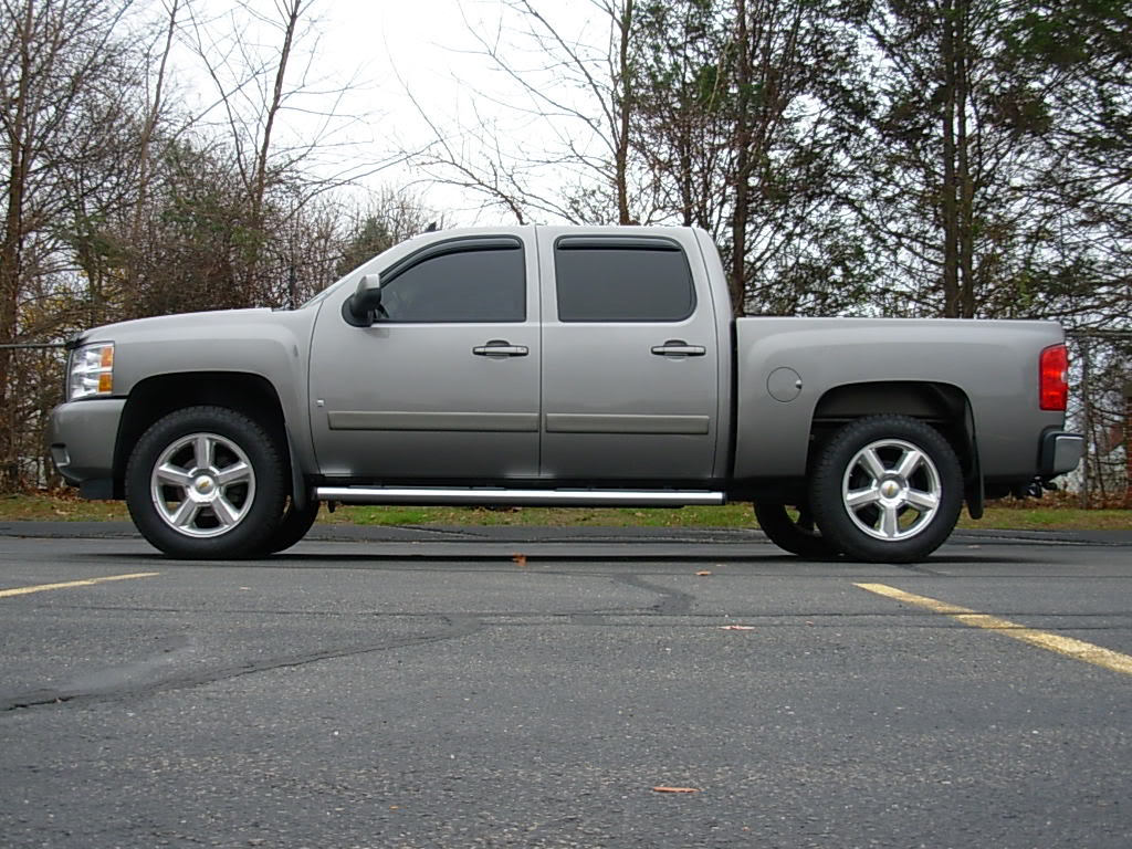 Chevy silverado 4-door with leveling kit