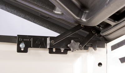 <strong>CONCEALED HINGE</strong> <br /> <br /> New low profile design includes a completely concealed hinge providing a tighter fit for your truck bed and allows for a quick no-tool removal.